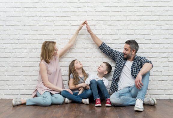 Çocuğun rehberliğinde koşulsuz sevgi ile yargıları yıkmak: karmalardan özgürleşme
