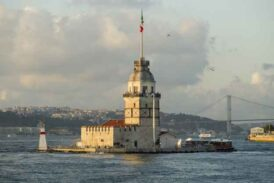 Sığamam Ömrüne Ey İstanbul